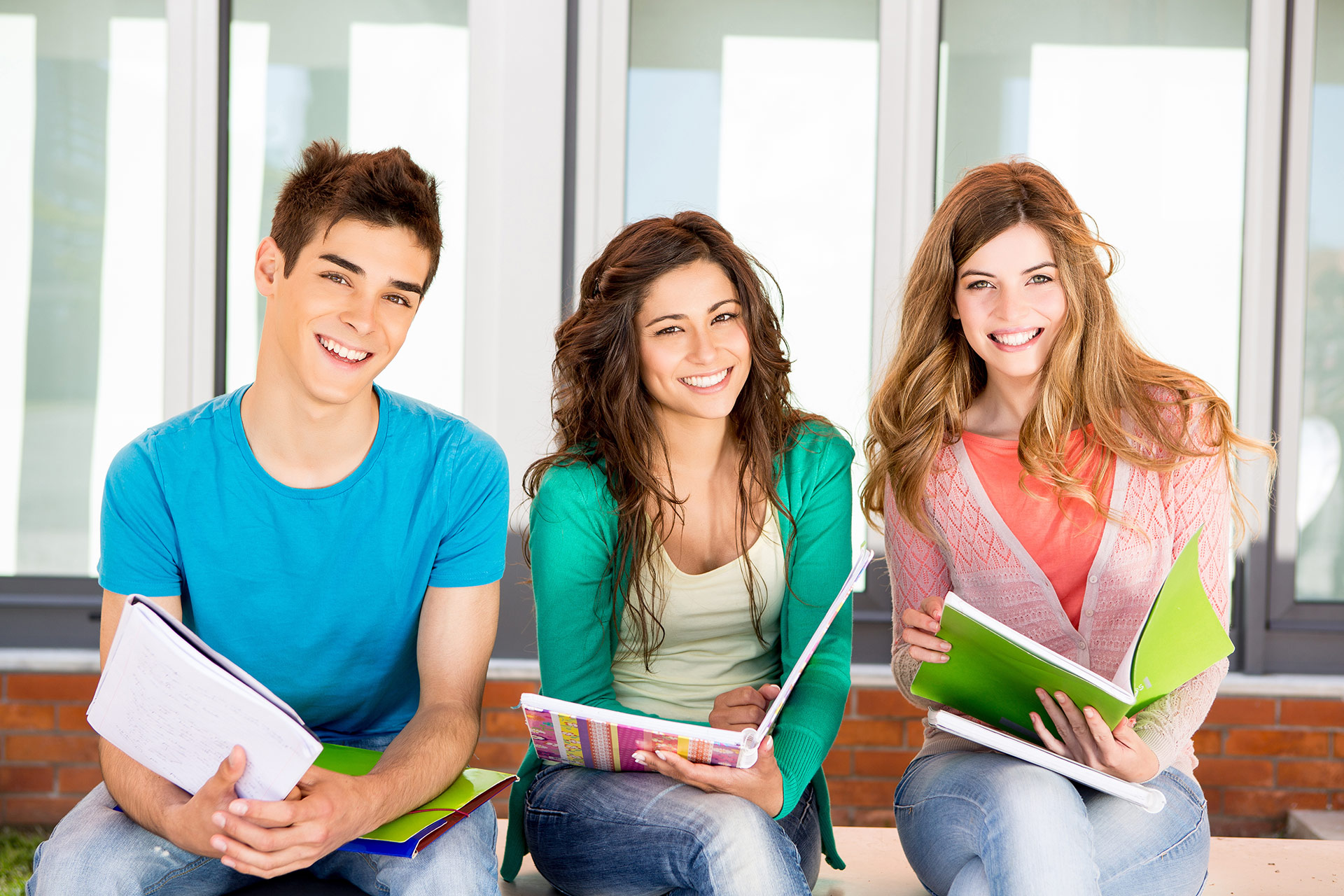 a comparison of the life in a college and high school life The differences and similarities of college and high school the transition from high school to college, while pleasurable and exciting, can also be very challenging, for the simple fact that college is a lot different than high school this change is a huge step that a student will either adjust.